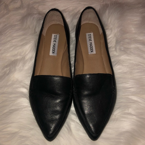 28a26d2f560 Steve Madden Feather Loafer Flat. Size 7.5!